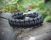 Paracord Survival Bracelet in Black - Free Shipping