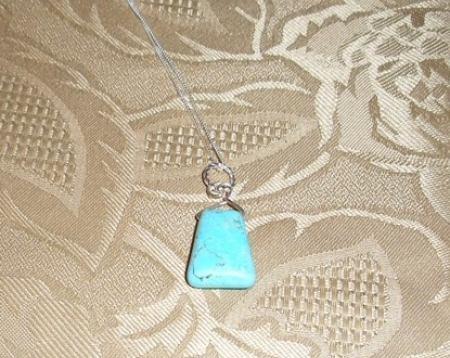 PRETTY TURQUOISE PENDANT AN 18