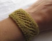 Knitted Diamonds Lace Bracelet Olive