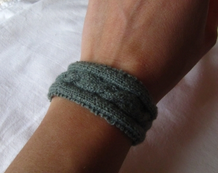 Knitted Cable Bracelet-sage