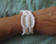 Cable and Twist Bracelet white