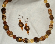 Brown and Gold Chunky beads in a 17 necklace, E-Z magnet clasp.