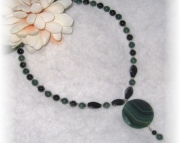 Onyx and agate pendant beaded necklace