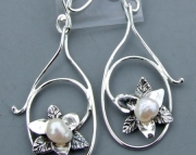 TRILLIUM PEARL DANGLE EAR RINGS