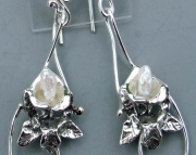 ORCHID PEARL DANGLE EAR RINGS