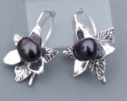 TRILLIUM WITH BLACK PEARL EAR RINGS