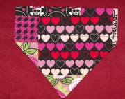 Black and Hearts Over the Collar Bandana-s